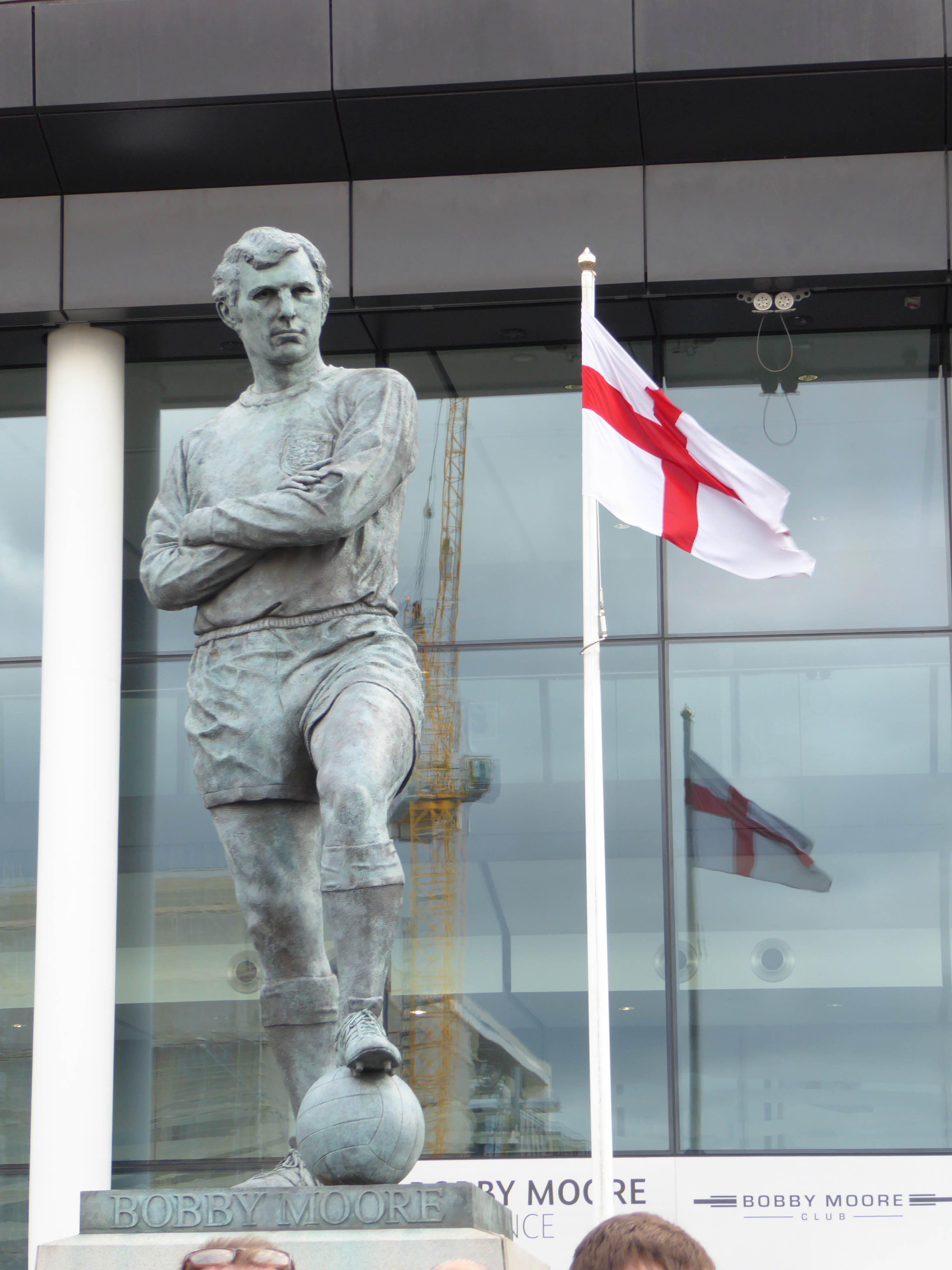 Wembley-Stadium-Bobby-Moore-statue-and-Cross-of-St-George-flag